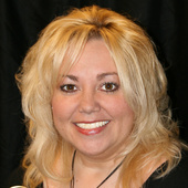 Sandie Holbrook (United Country RealOne Realty)
