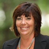 Lisa Thompson (Platinum Real Estate Group)