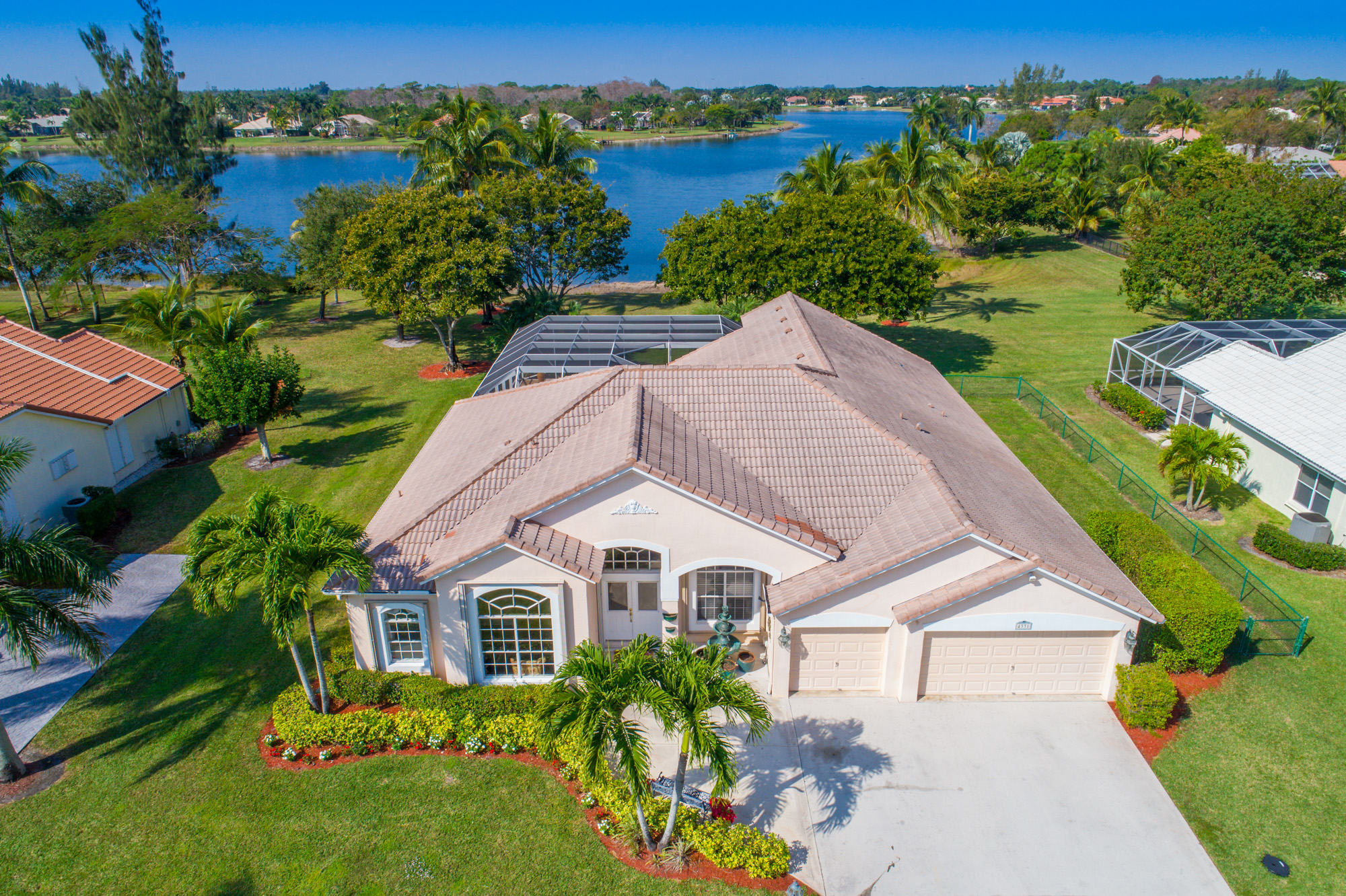 Waterfront home in legend lake estates lake worth for Bathrooms plus lake worth fl