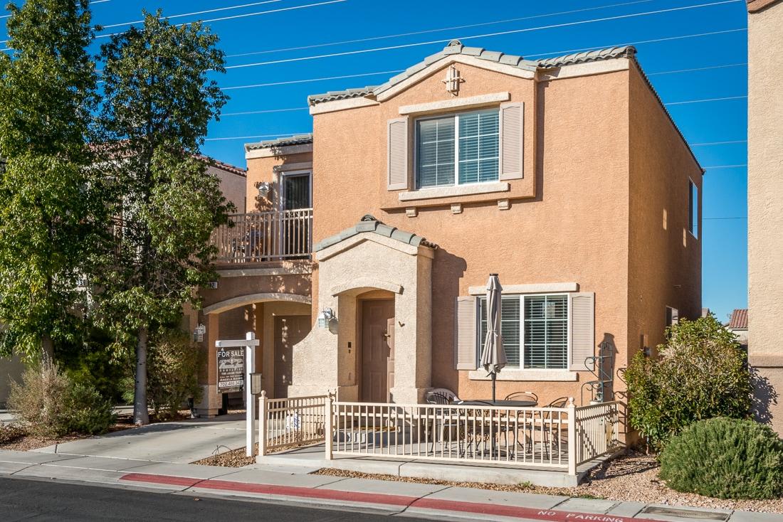 Beautiful Las Vegas Home For Sale 2 Bedrooms 2 5 Bath