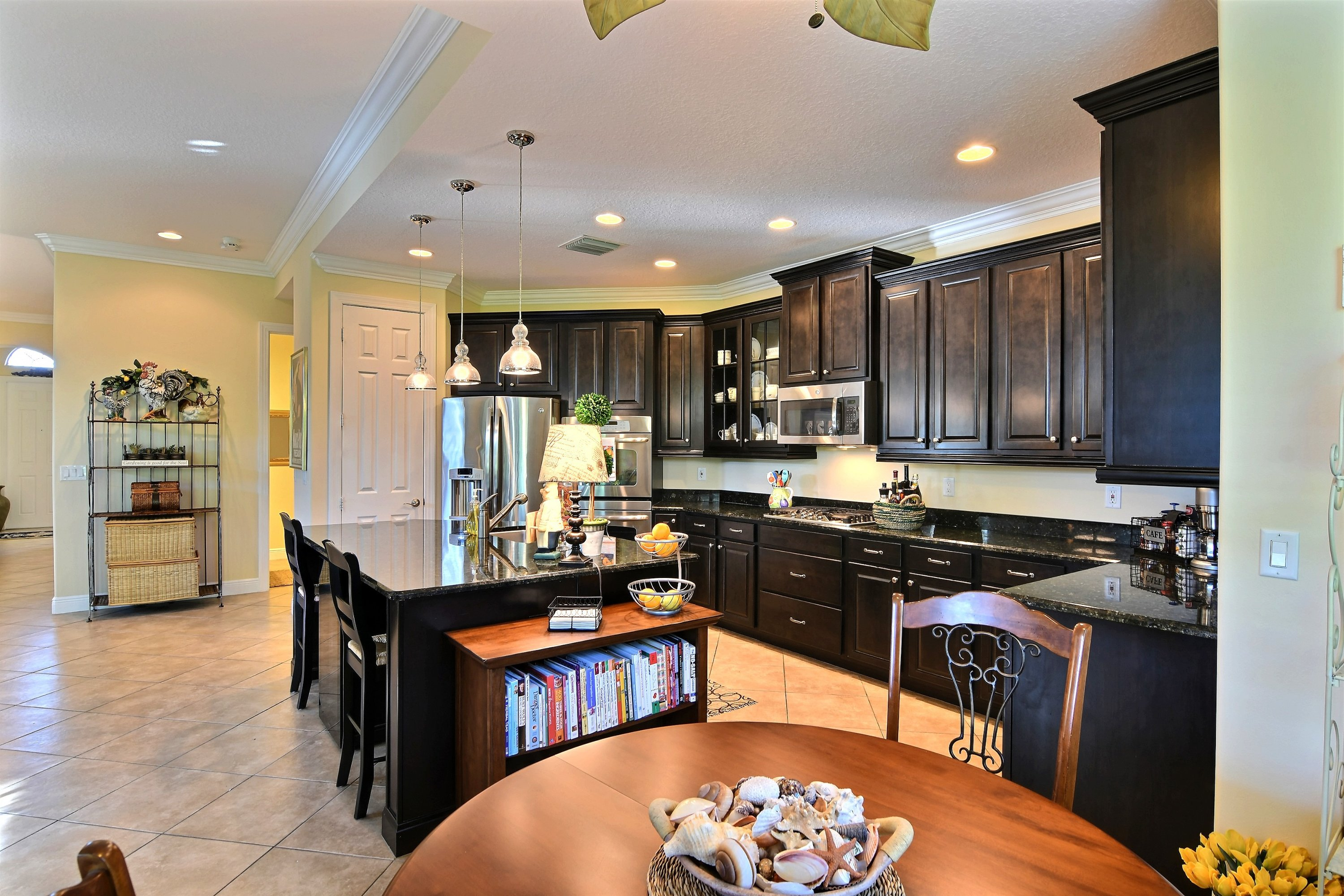 Newer Vero Beach Home With Cooks Kitchen Near The Beach