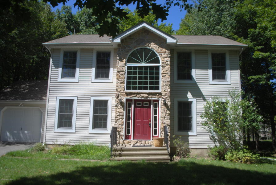 3 bed colonial perfect for commuter emerald lakes for Long pond pa cabin rentals
