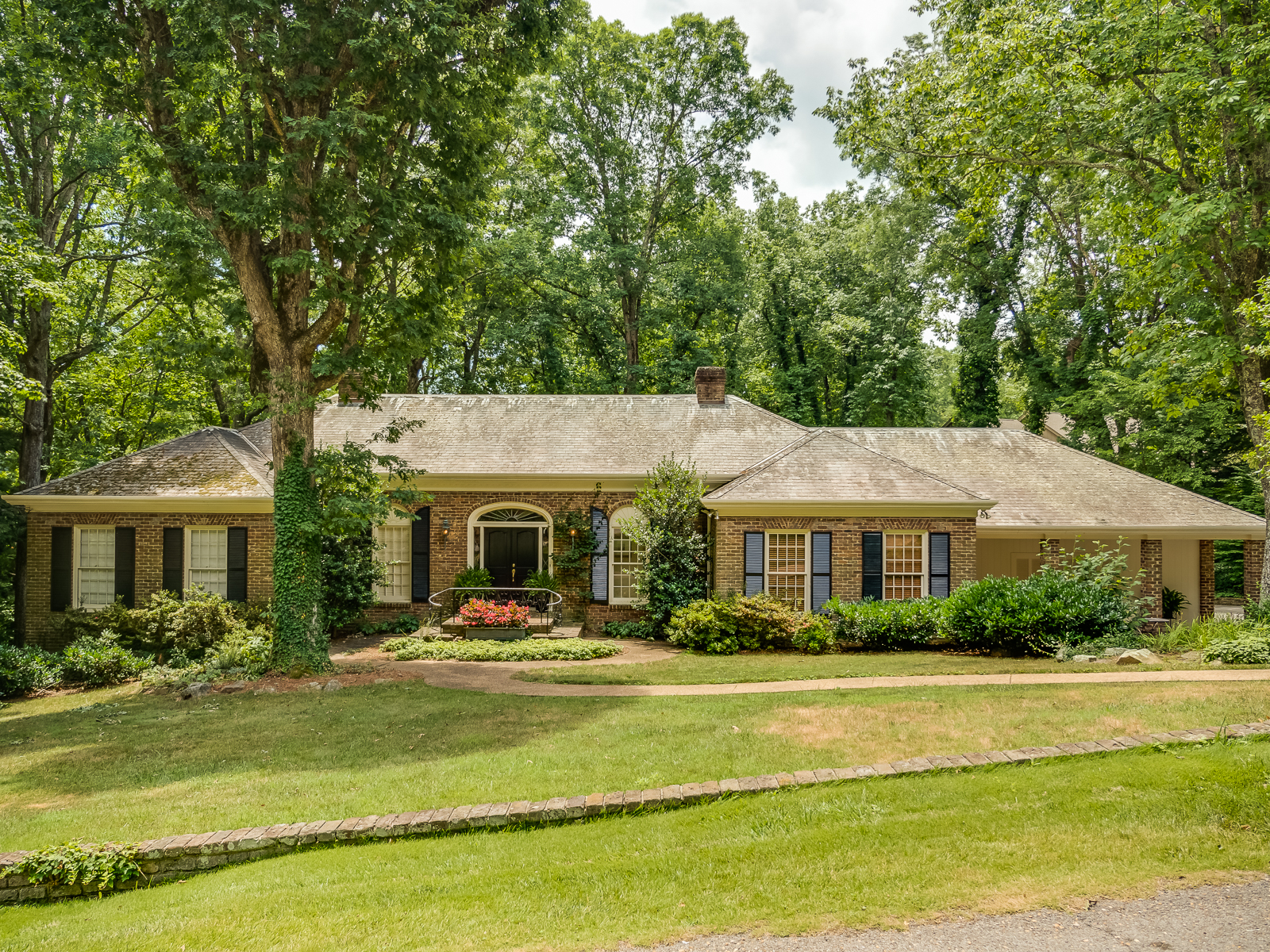 Gorgeous Custom All Brick Home On Lookout Mountain