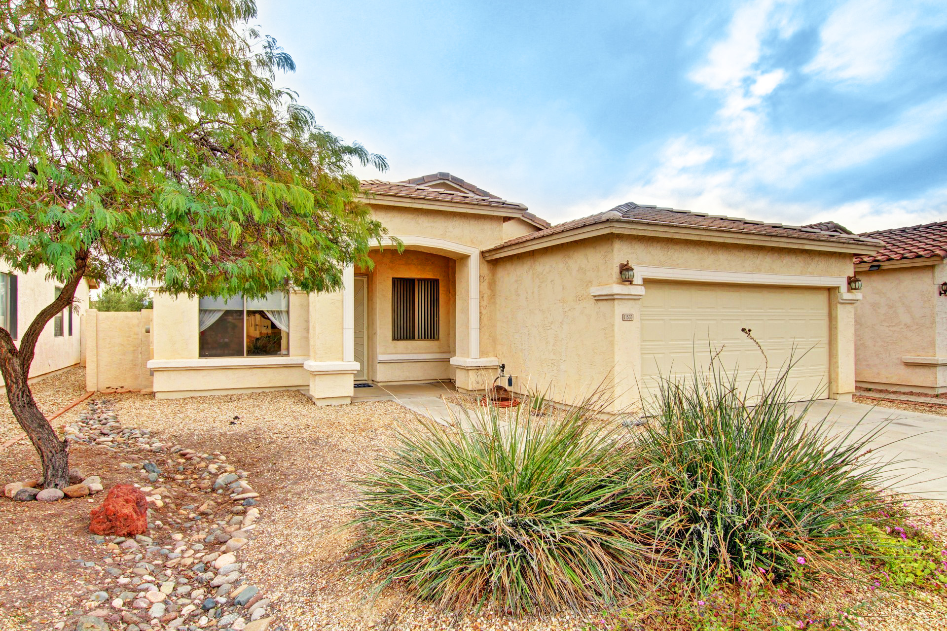 3 Bed 2 Bath Stucco House In Garden Lakes Avondale Az
