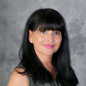 Nellie Nungaray (Realty ONE Group)