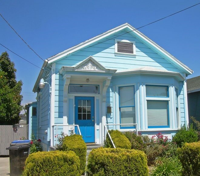 902f92498655 Choosing Color  See 1 Cute Home in 3 Exterior Paint