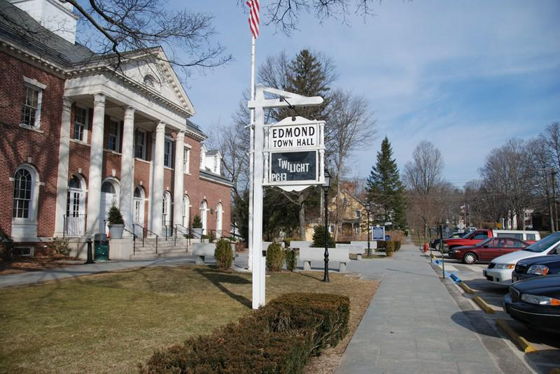 Edmond Town Hall Theatre, Newtown, CT