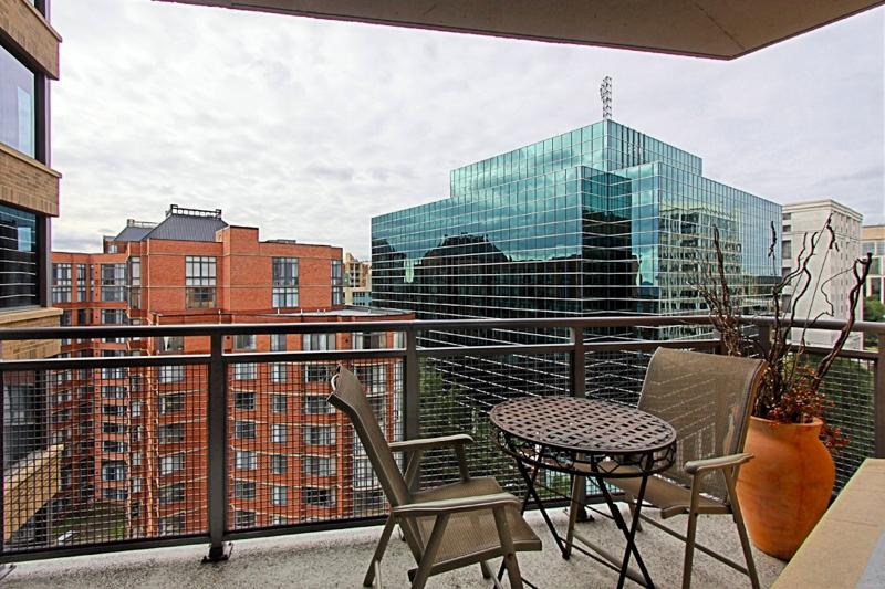 FLEXIBLE TERMS Beautiful 48Bedroom 48Bath FURNISHED Contemporary Adorable 2 Bedroom Apartments Arlington Va