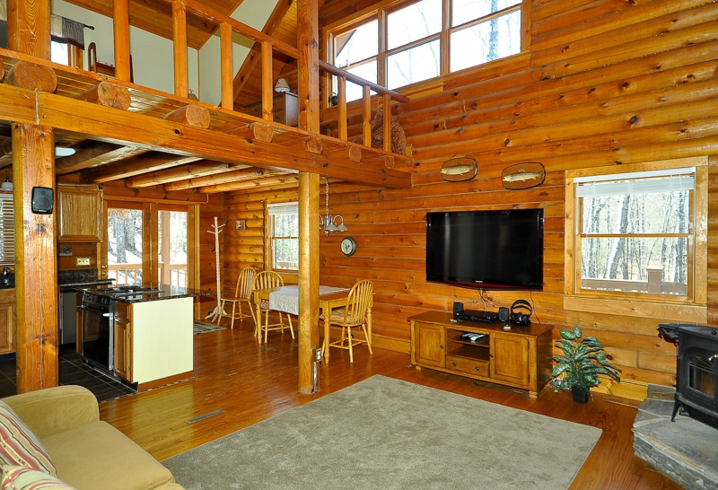 HOME FOR SALE 401 Laurel Ridge Drive A Log Cabin on a Mountaintop