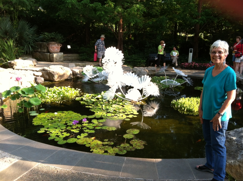 Addison Pacesetters at Chihuly Exhibit -