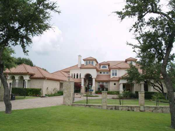 luxury waterfront homes on lake travis