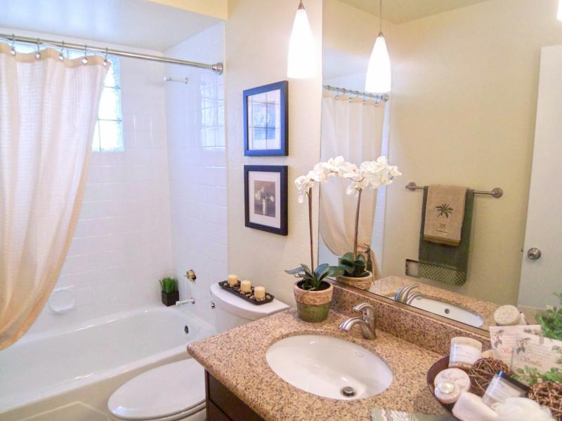 Portland or model condo gets staged for a quick sale for Staging bathroom ideas