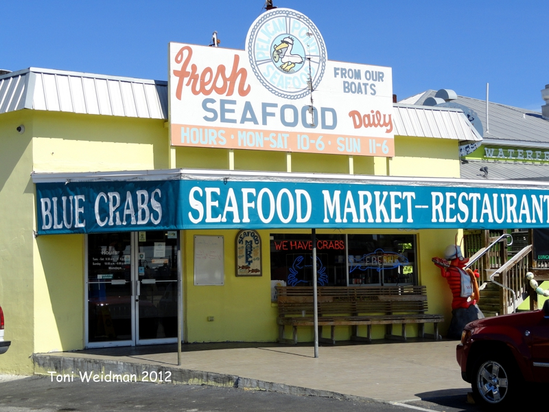 Pelican point seafood market in tarpon springs florida is for Fish market tampa