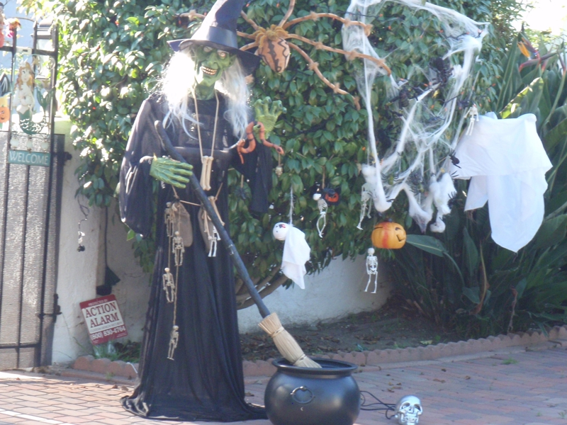 West Los Angeles Halloween Decorated home
