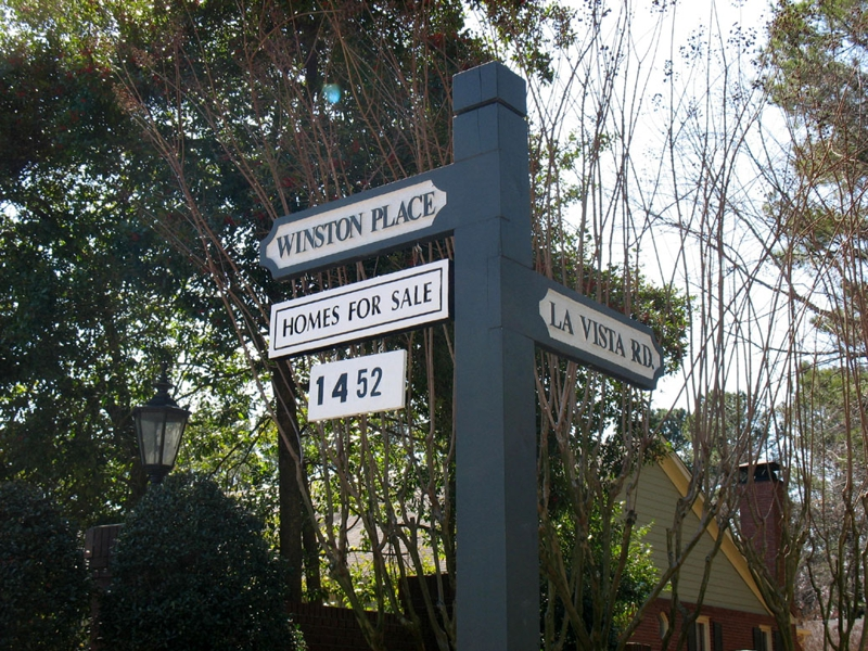 signpost on corner of LaVista and Winston Place entrance