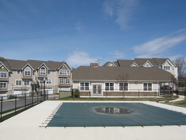 Hidden Creek at Monroe luxury townhouses 2 bedroom 3 bedroom Monroe NY