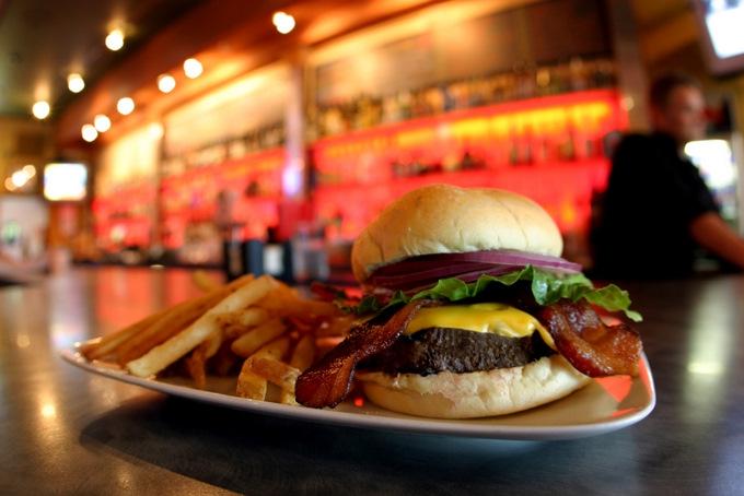 Joe's Garage Classic Burger