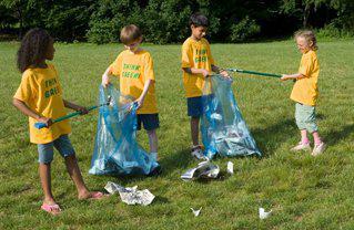 children picking up trash
