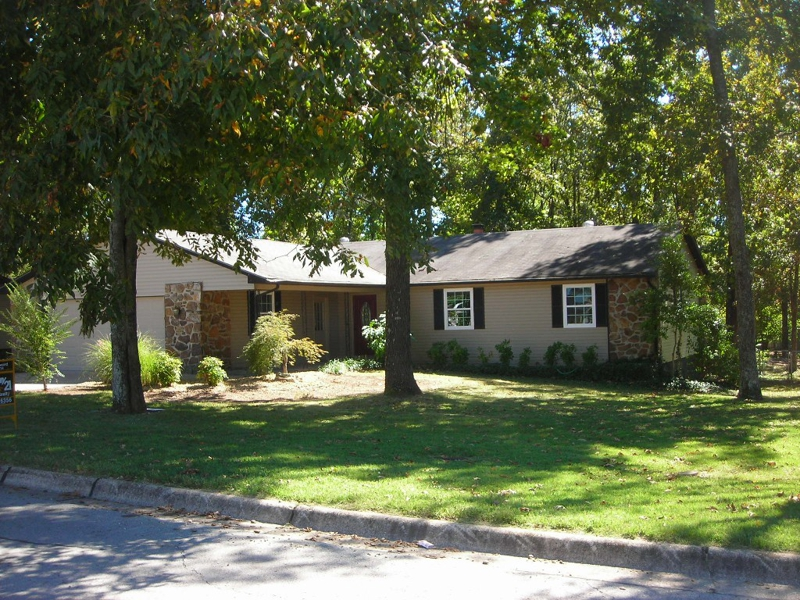 1408 Cresswell, large trees, beautiful house