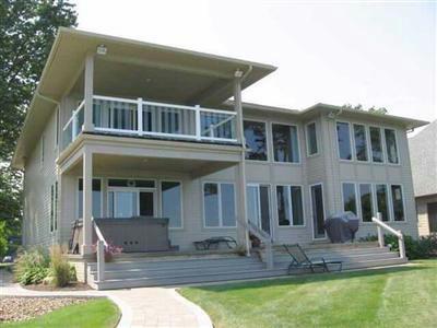 Cleveland Ohio Frank Lloyd Wright inspired lakefront home