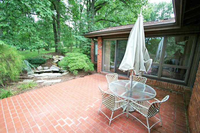 474 RUNNYMEDE - PATIO