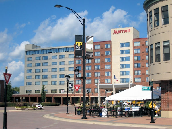 Huge arts crafts show at the marriott conference center for Coralville arts and crafts show
