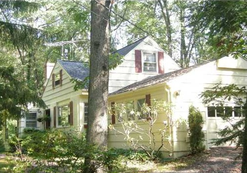 homes under contract in Southbury CT