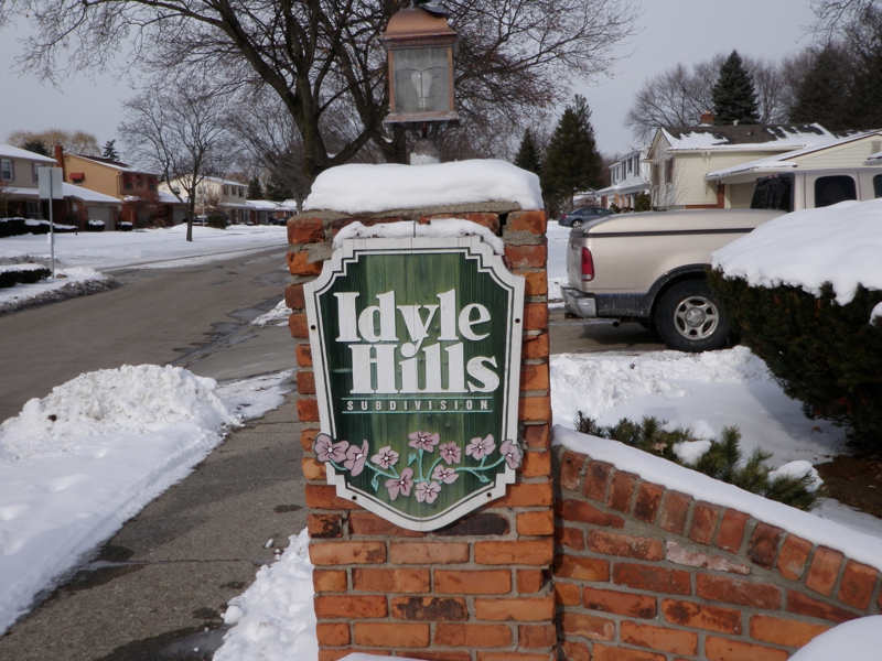 Idyle Hills Livonia Michigan subdivision entrance sign
