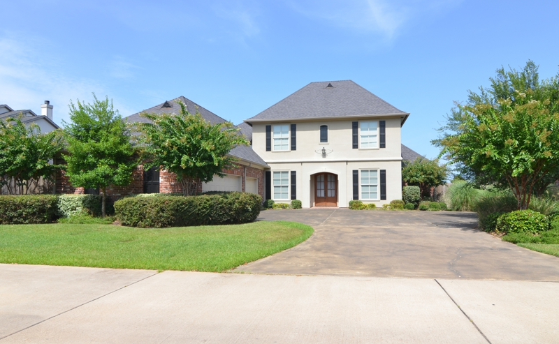 Luxury waterfront home with inground pool for sale in for Home builders in shreveport la