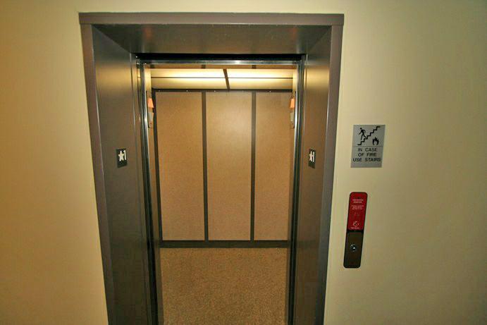 MONARCH TRACE - ELEVATOR