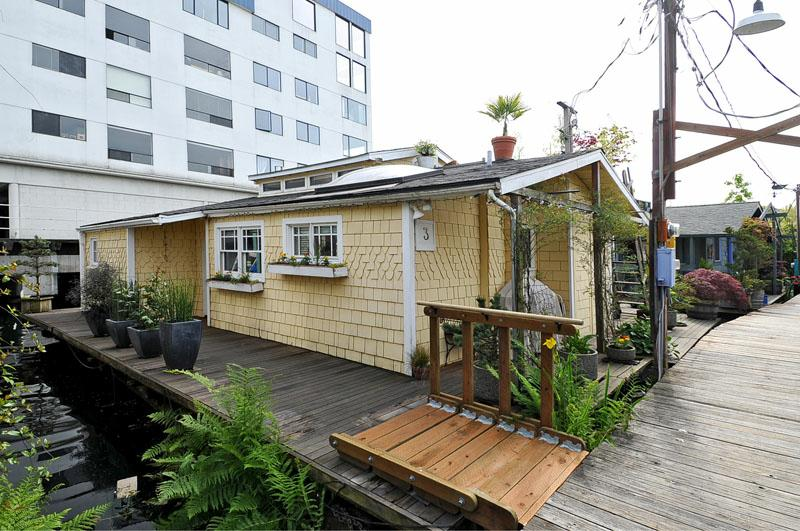 2321 fairview ave e houseboat 3 seattle floating home just listed. Black Bedroom Furniture Sets. Home Design Ideas