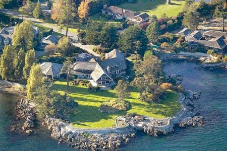 Luxury Waterfront ...