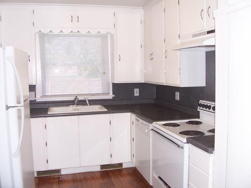 Kitchen w/ample cabinetry, newer counters, wood laminate flooring, newer applainces