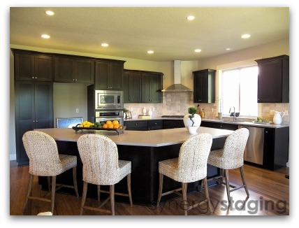 Kitchen staged by Synergy Staging in West Linn Oregon