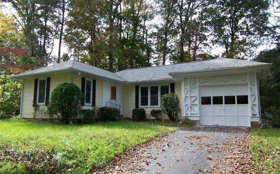 Laurel park bungalow cottage for sale 12 lake dr for Cottages and bungalows for sale