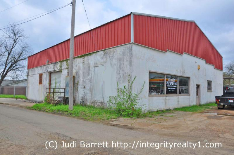 commercial property building fenced lot for sale hugo oklahoma (74743)