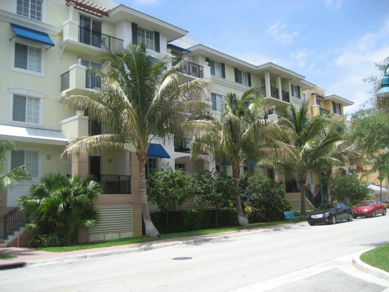 pineapple grove village condominiums delray beach. Black Bedroom Furniture Sets. Home Design Ideas