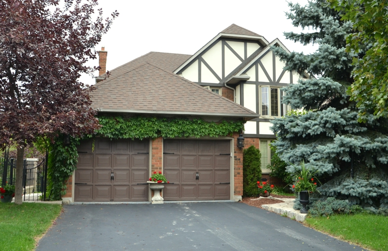 Brampton ontario detached with in law suite for sale for Homes with detached in law suites