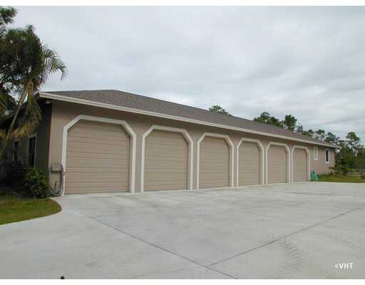 6 Car Garage Home Close To The Palm Beach International Raceway!