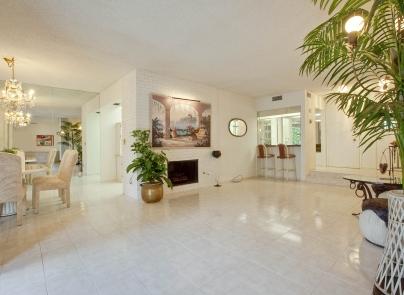 5330 Yarmouth Ave #111 Encino CA Living Room