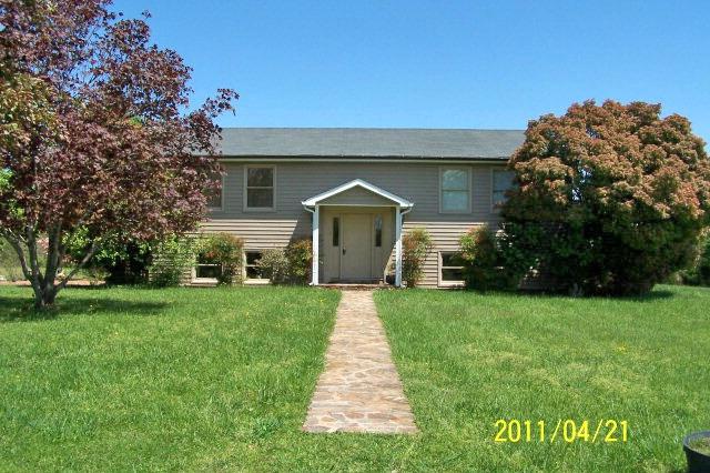 Farmville contemporary split level home almost 14 acres for Contemporary homes for sale virginia