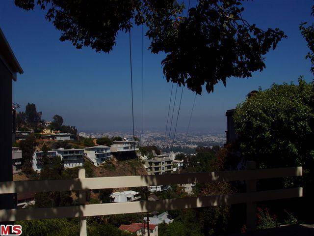 Land specialist in Los Angeles Endre Barath