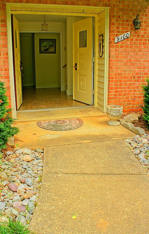Handicapped access entry level bedroom mantua fairfax va for Homes with master bedroom on first floor for sale