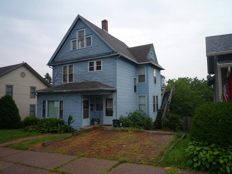 Great Duplex For Sale In Davenport Ia Lots Of Updates Wood Floors