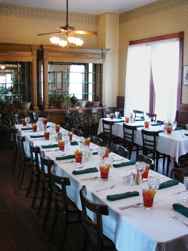 Woodbine Hotel And Restaurant C H A R M Ing People In Madisonville Tx