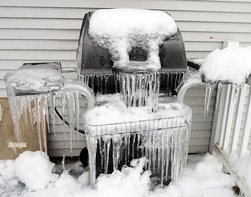 Icy barbecue grill