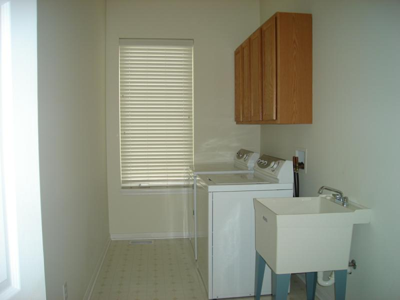 9488 Scottsdale Dr. Broadview Heights Oh real estate laundry room