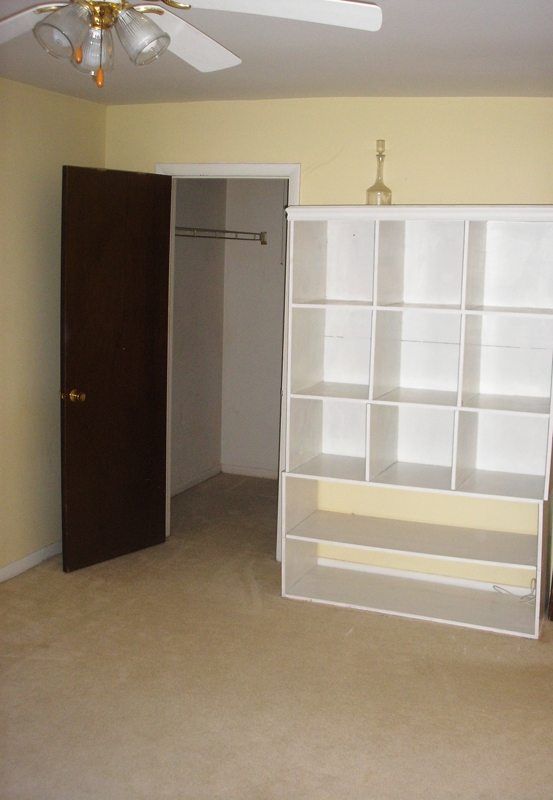 Bedroom Shelving of Condo For Sale in Woodridge