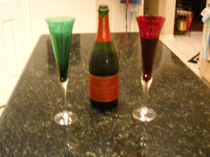 2 glasses and champagne