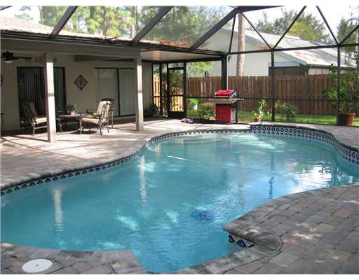 Sugar Pond Manor Home With Pool